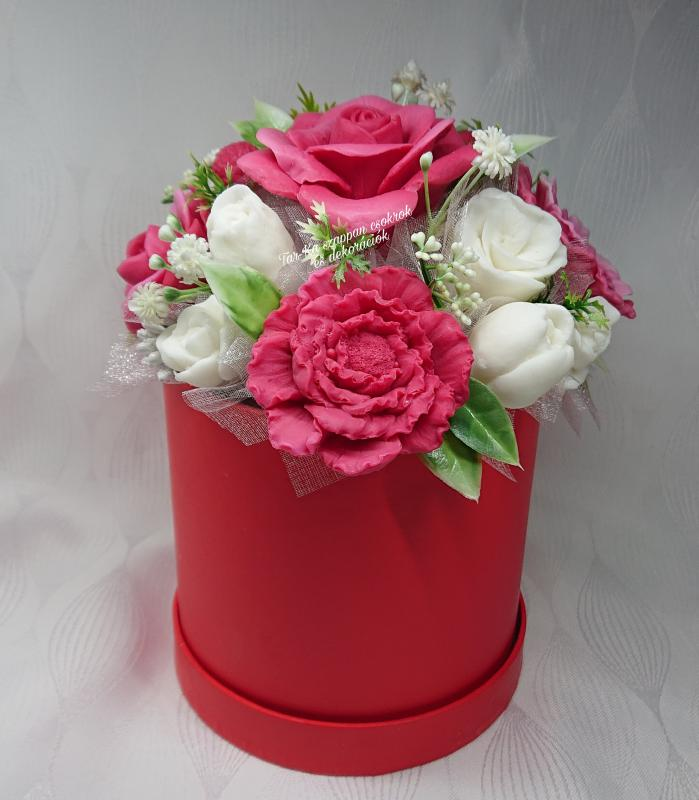Piros - fehér Lolita illatú szappan box
