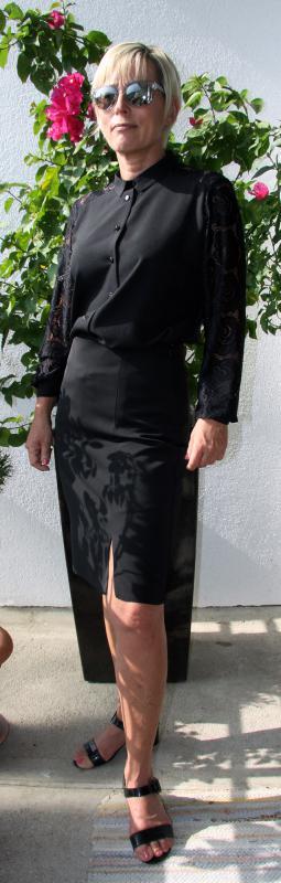 Alkalmi, galléros fekete selyem zsorzsett csipkeblúz – fekete