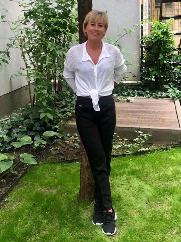 Bőr paszpólos díszítéssel - fekete nadrág
