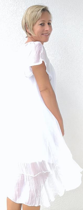 Csodálatos fehér, nyári selyem ruha – hátul hosszabb fazonnal