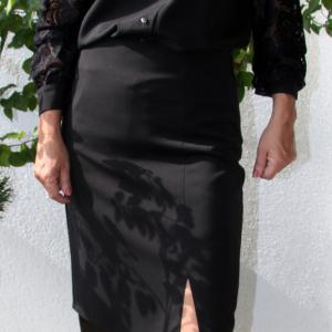 16461630b6 Alkalmi, galléros fekete selyem zsorzsett csipkeblúz – fekete [MIKO]