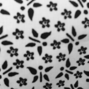 Hagyományos fazon egy kis fehérrel- fekete blúz