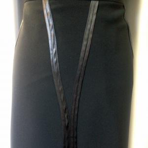 Hosszában selyem díszített szoknya