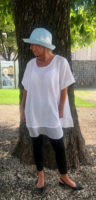 Fehér lenvászon tunika selyem díszítéssel