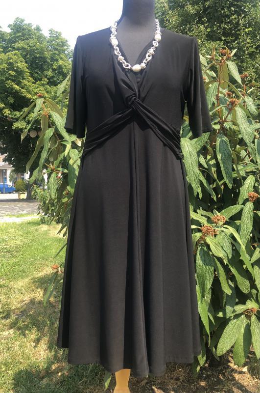 Fekete alkalmi vagy hétköznapra is hordható kedves ruha szép szabásvonallal