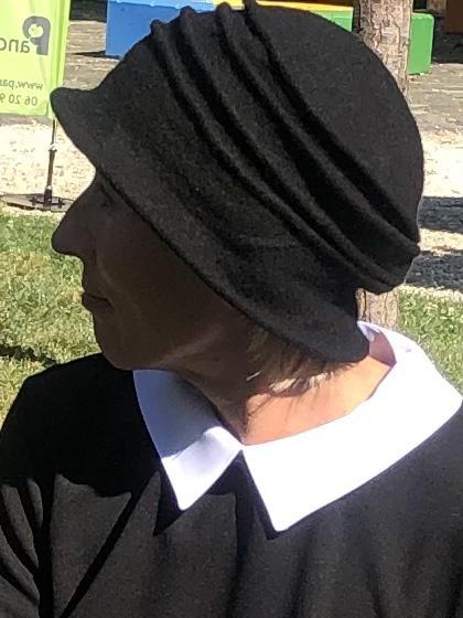 Fekete kalapsapka gyapjúból