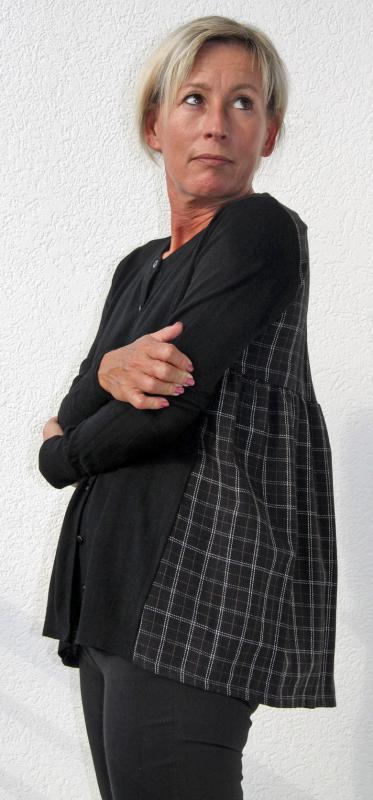 Fekete kardigán hátulján divatos kockás betéttel- Wendy-Trendy®