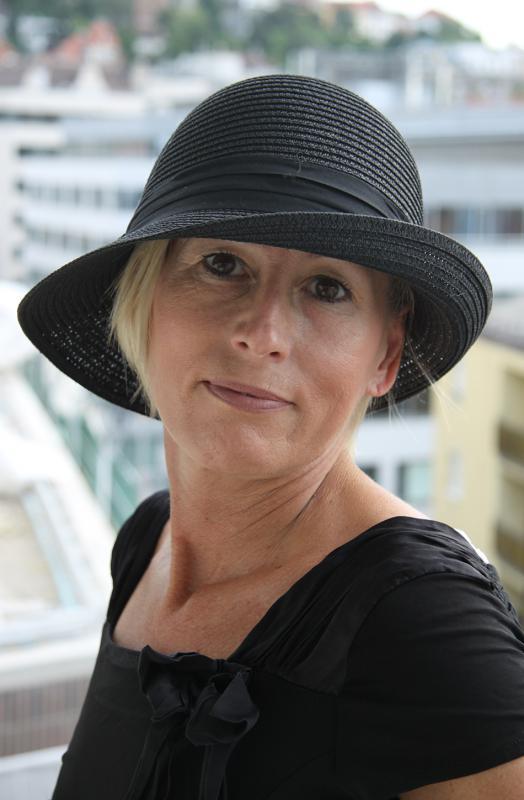 Fekete kiskarimás nyári kalap állítható méretben