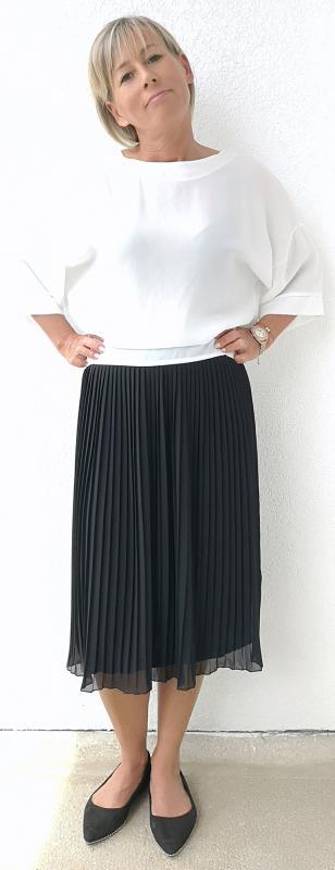 Fekete pliszírozott szoknya