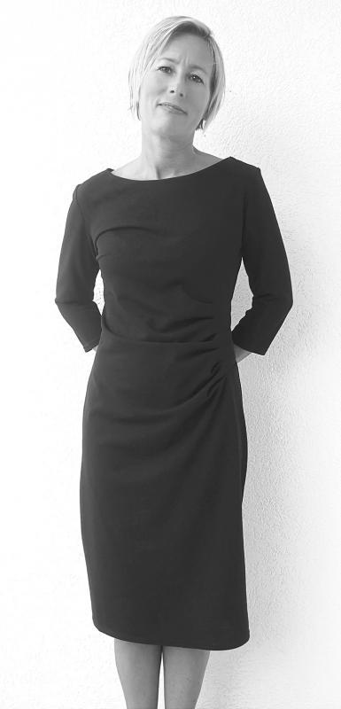 Fekete rafinált szabású ruha