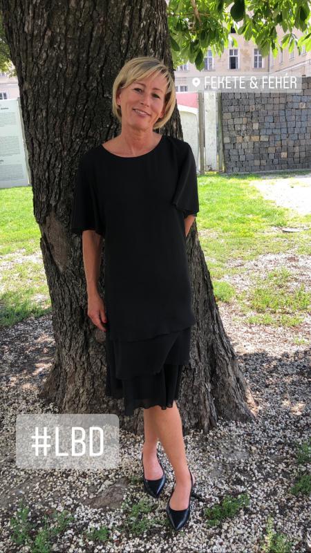 Fekete selyem zsorzsett ruha