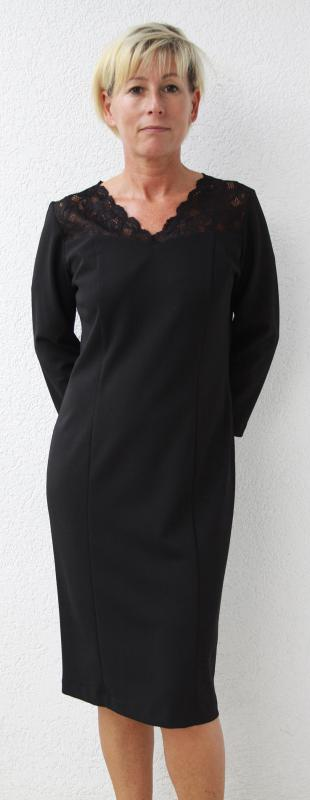 Háromnegyedes ujjú ruha, nyakán csipke díszítéssel – fekete
