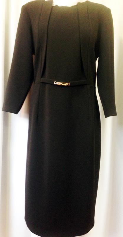 Klasszikus fazonú  fekete ruha nagy méretben