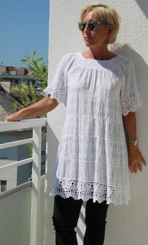 Rövid ujjú pamutcsipke tunika – fehér