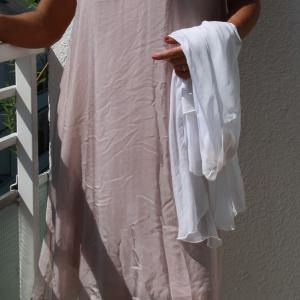 Fáradt rózsaszín ujjatlan selyemruha