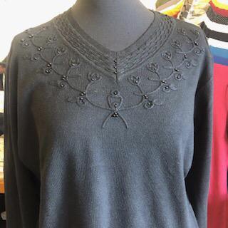 """""""V"""" alakú nyakkivágással fekete pulóver"""