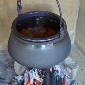 Fekete sütő-főző kőedény