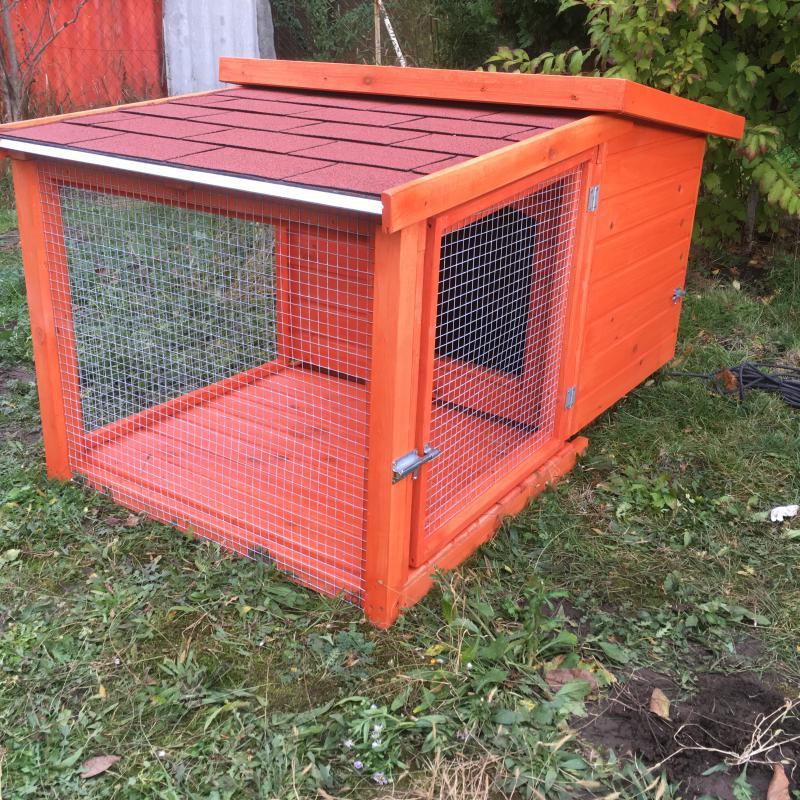 70X90 hőszigetelt kutyaház rácsos teraszos, zárható ajtóval