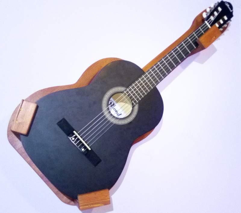 Mercédesz Fali gitártartó