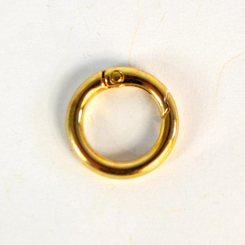 Albumgyűrű, arany színű. Külső átm.: 24 mm, belső átm.: 17 mm