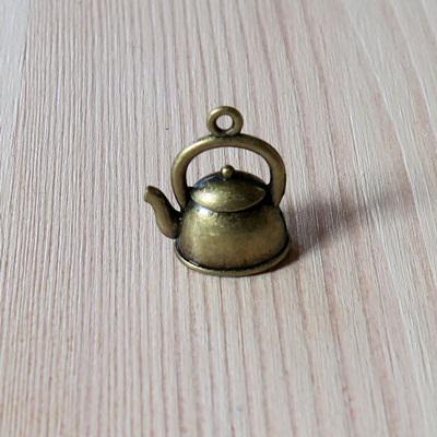 Charm, teáskanna, antik réz. Mérete: 15x20 mm