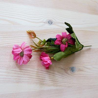Cosmos csokor, sötét mályva. Virág mérete: 4 cm, hossza: 17 cm