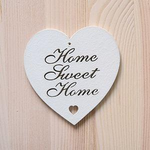 Fehér kiesős szív 'Home Sweet Home' felirattal. Mérete: 10x10 cm