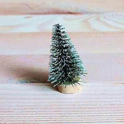 Fenyőfa zöld, mérete: 4 cm.