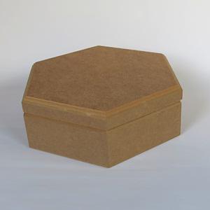 Hatszögletű doboz, mérete: 24x12,5x7,5 cm