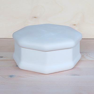 Kerámia bonbonier, fehér. Átmérő: 165 mm, magassága: 80 mm