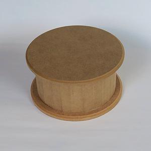 Kerek doboz levehető tetővel. Mérete: 15x15x8 cm