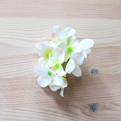 Krém hortenzia fej. Virág mérete: 5 cm, 9 virág/cs.