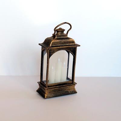 Lámpás, 3 ledes gyertyával. Mérete: 65x140x37 mm