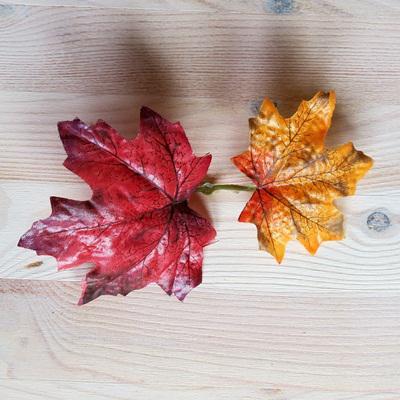 Őszi falevél 2 db, bordó-narancs. Levél mérete: 95x90 mm, 80x70 mm