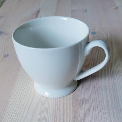 Porcelán csésze, átm.: 10,5 cm, magassága: 9,5 cm