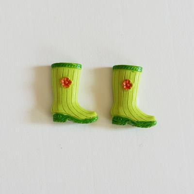 Zöld gumicsizma, 2db-os szett, ragasztós, poly. Mérete: 28x35 mm.