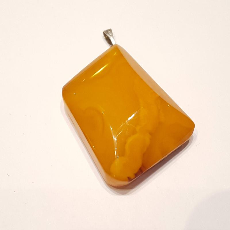 Antik sárga opak borostyán medál 217