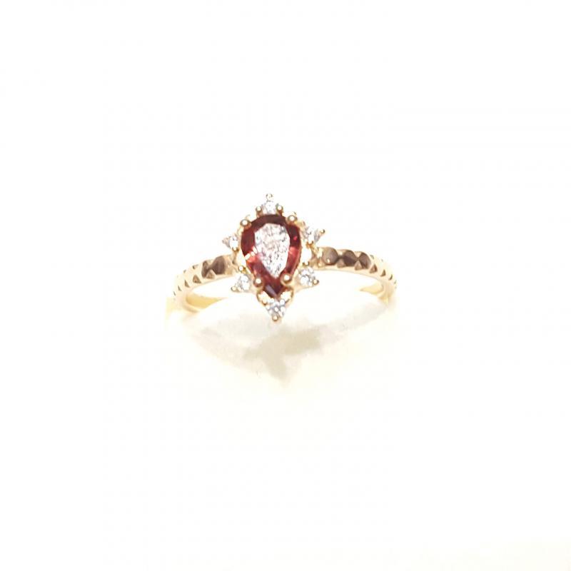 Aranyozott ezüst gyűrű gránát kővel 228