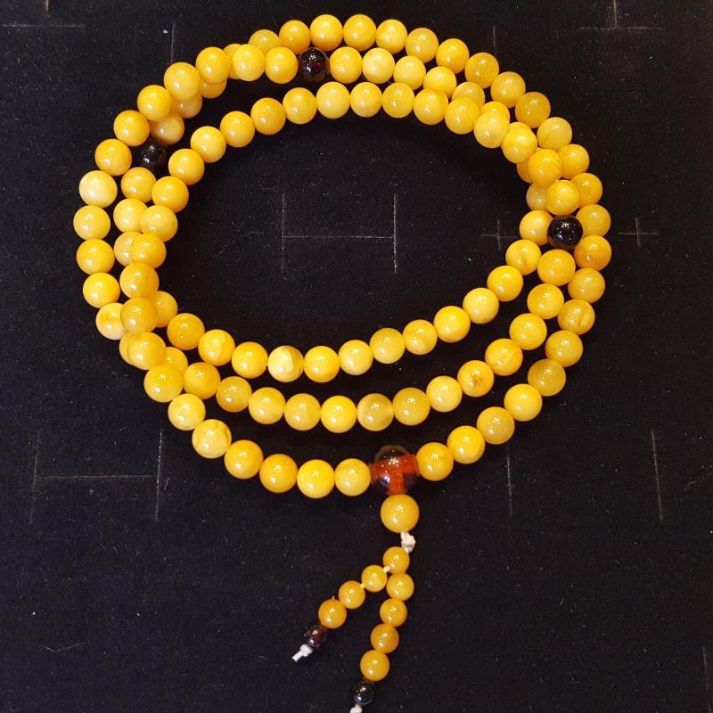 Borostyán mala 108 darabos gyöngysor karkötő sárga opak 613