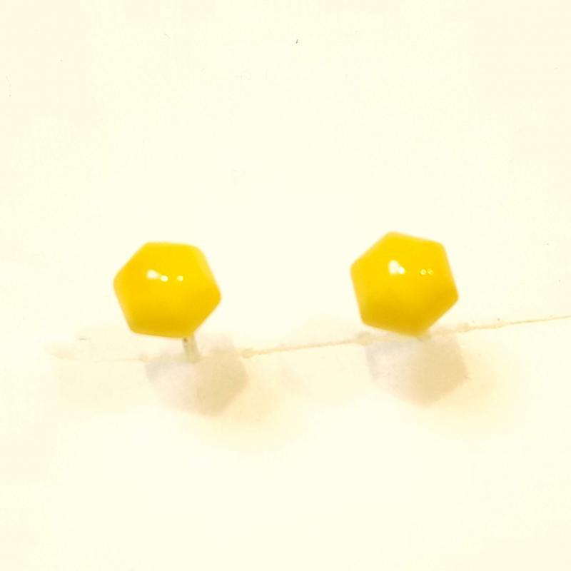 Borostyánkő pici fülbevaló hatszög sárgásfehér ezüst  stift lengyel 218