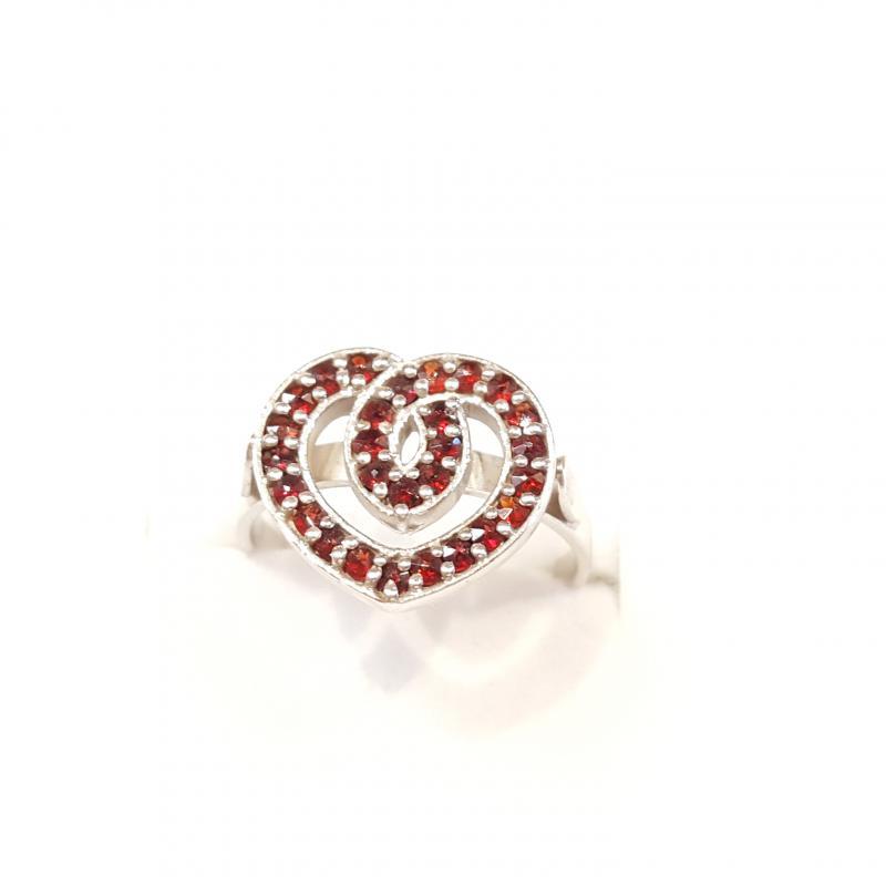 Ezüst gyűrű apró gránát kövekkel 828