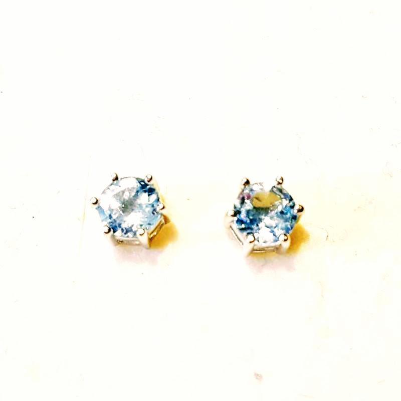 Ródiumozott ezüst fülbevaló stiftes kék topáz 260