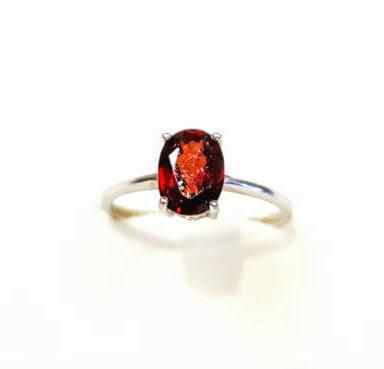 Ródiumozott ezüst gyűrű gránát kővel 810