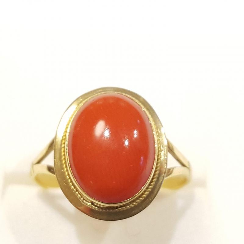 Vörös nemeskorall  gyűrű 18k arany  841