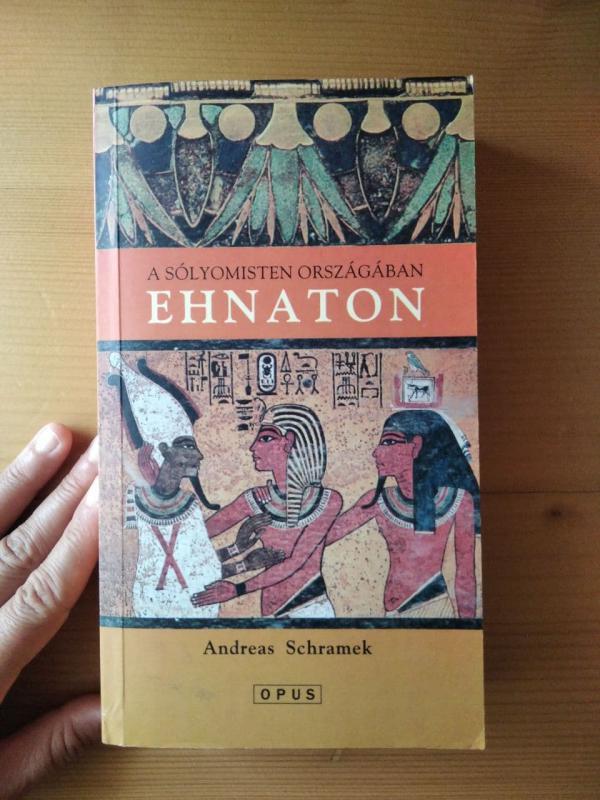 Andreas Schramek: Ehnaton - A sólyomisten országában