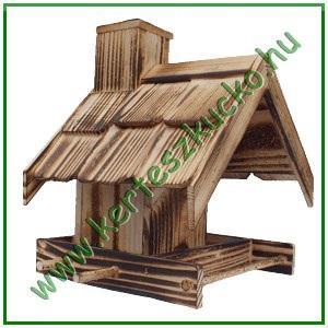 Madáretető fából, nyeregtetővel, kis házzal
