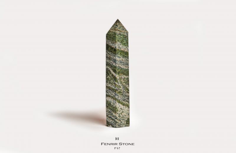 Ezüst Szerpentin obeliszk