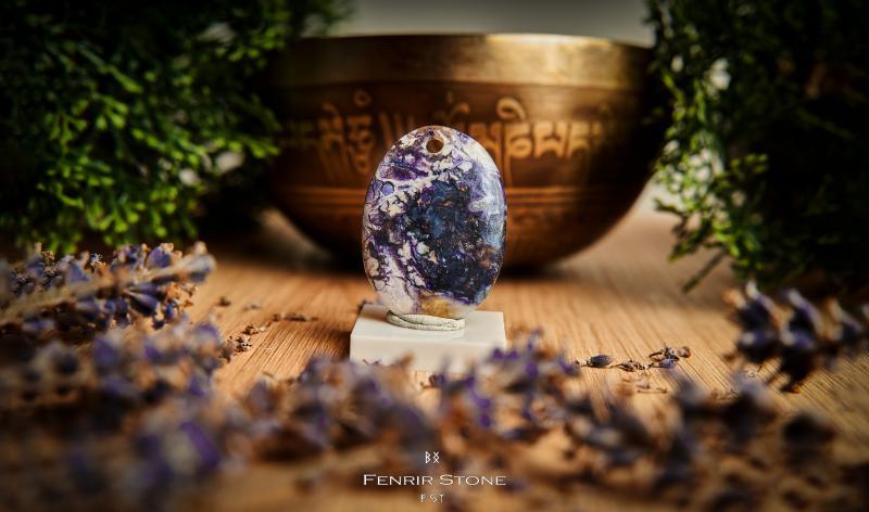 Lila szenvedély | Tiffany kő medál valódi bőrszálon